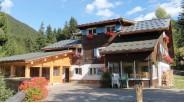 Chalet-refuge skis-aux-pieds 12 chambres à vendre aux Carroz