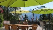 Terrasse chalet refuge l'été avec vue chaine des Aravis