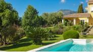 Jardin paysager et piscine villa avec piscine domaine corse