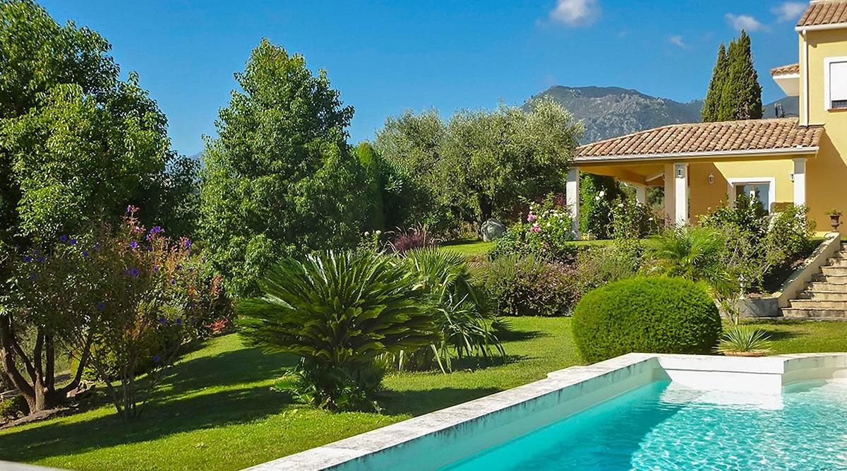 Domaine avec vue mer et montagnes au sud de bastia haute corse for Villa avec piscine en corse