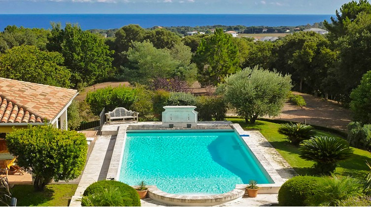 Estate with sea view in Upper Corsica