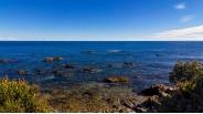 Vue mer parc et villa pieds dans l'eau en Corse