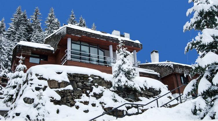 Grand chalet-appartement triplex skis-aux-pieds de 428 m² équipé et meublé
