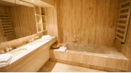 Salle-de-bain grand chalet triplex aux Carroz d'Arâches
