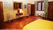 Chambre de maison tourangelle traditionnelle