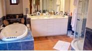 Maison tourangelle ancienne salle-de-bain