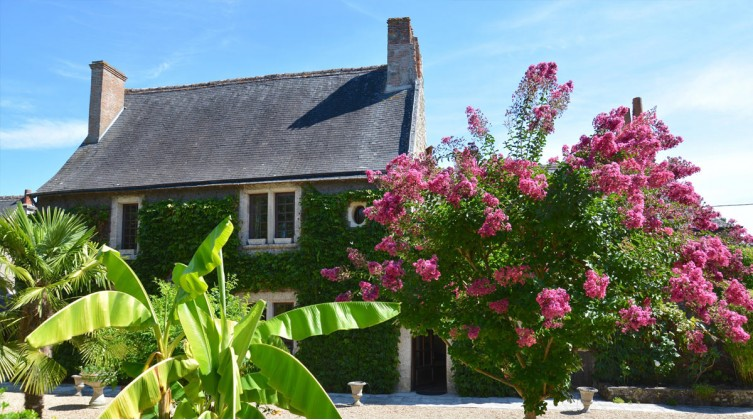 Superbe domaine tourangeau en centre village