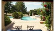 Vaucluse : luxueux gîtes avec piscine à vendre