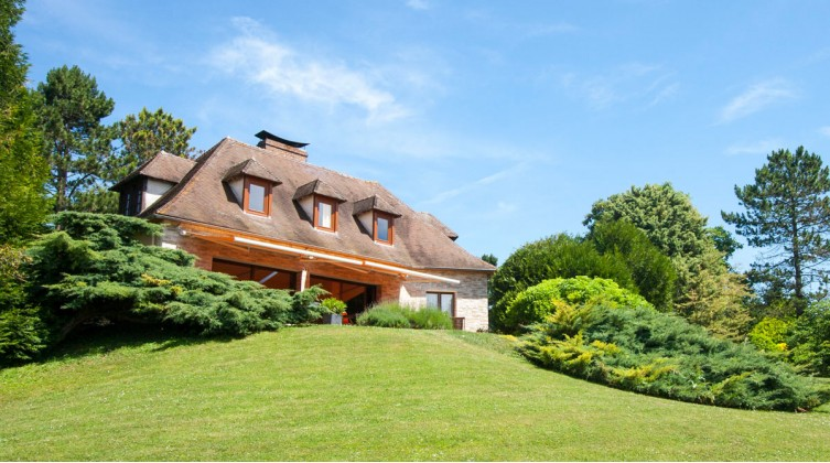 Beautiful mansion in Mezy-sur-Seine