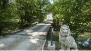 Maison de maître et son entrée au Lion