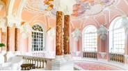 La cage d'escaliers de marbre de style opéra Garnier