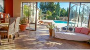 Villa de Luxe à Vendre à Marseille 11 : Séjour avec vue Piscine