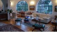 Villa à Vendre à Marseille : Les Fenêtres Arrondies Ferronnées du Séjour