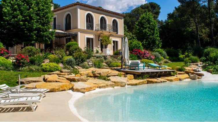 For Sale in Marseille 11th, Luxury Contemporary Mansion